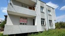 Cumhuriyet Mahallesinde Satılık 2 Katlı Ev